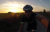 Solen på väg ner. Energin slut. Bara 2 mil kvar...