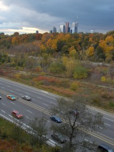 Photo: Brent Gillard. The Don Valley Parkway viewed from the east end of the Prince Edward Viaduct, 2009. Wikimedia Commons.
