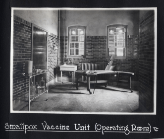 Figure 2: Smallpox Vaccine Unit (Preparation Room). 1918 Photograph Album, Sanofi Pasteur Canada (Connaught Campus), Toronto, Archives.