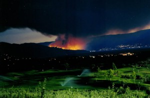 View from McCulloch Road in Kelowna, BC of the approaching Okanagan Mountain forest fire of 2003. Source: Library and Archives Canada, 206922.