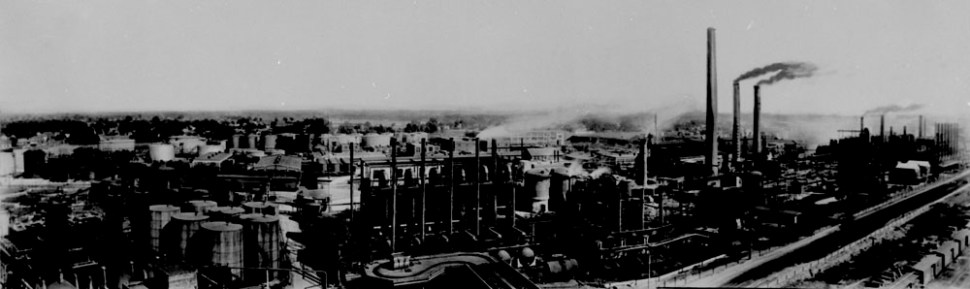 """Imperial Oil Refinery, Sarnia, Ontario, 1930. Source: Library and Archives Canada, <a href=""""http://collectionscanada.gc.ca/ourl/res.php?url_ver=Z39.88-2004&amp;url_tim=2018-01-24T16%3A15%3A04Z&amp;url_ctx_fmt=info%3Aofi%2Ffmt%3Akev%3Amtx%3Actx&amp;rft_dat=3376750&amp;rfr_id=info%3Asid%2Fcollectionscanada.gc.ca%3Apam&amp;lang=eng"""" srcset="""