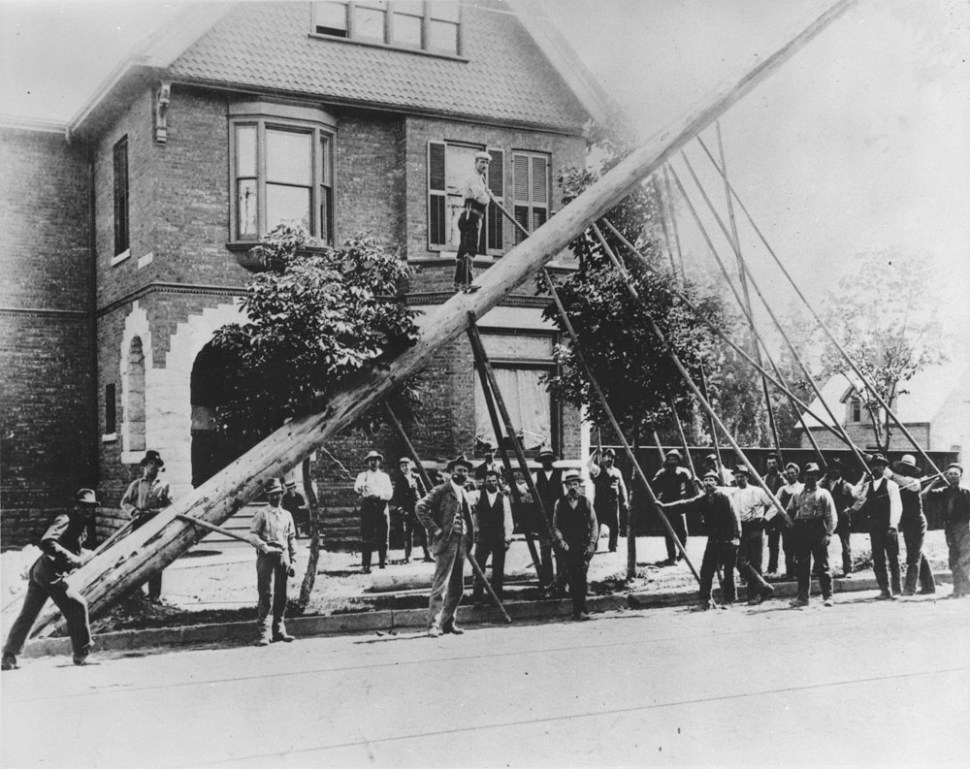 Bell Telephone Company crew erecting sixty-foot pole near corner of King and Dufferin Streets, Toronto, Ont. 1895.