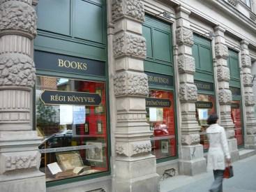 bookstore-112471_640