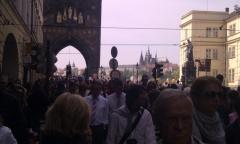 Menschengewühl auf der Karlsbrücke