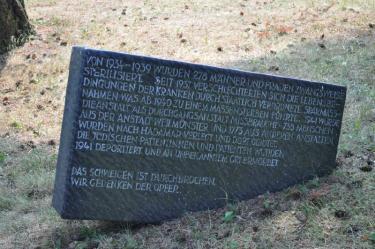 Gedenkstein an die Opfer der Zwangssterilisation