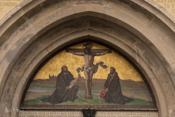 Luther und Melanchthon vorm Kreuz