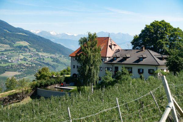 Blick auf unser Hotel in Südtirol