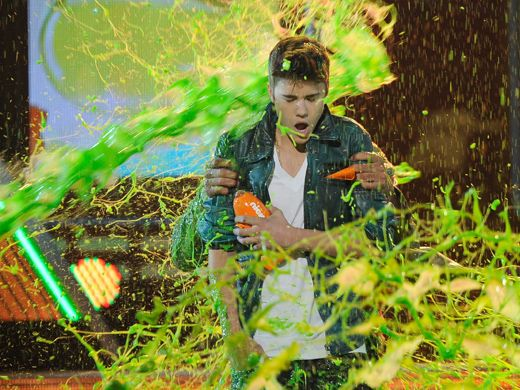 KCA 2012: Justin Bieber Gets Mega-Slimed!|Wow...that's a lot of slime! There's no escaping this one Biebs...but while you're up there, congratulations for winning Favorite Male Singer!!!
