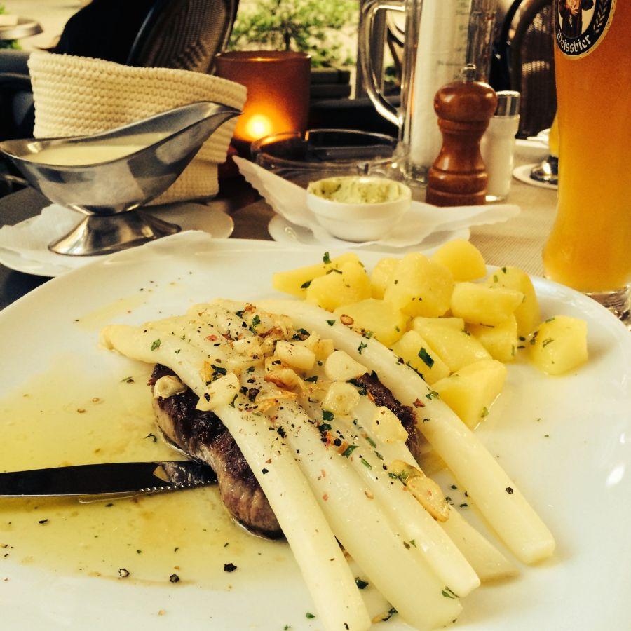 Rumpsteak mit Spargel @ Il Corvo, Bielefeld