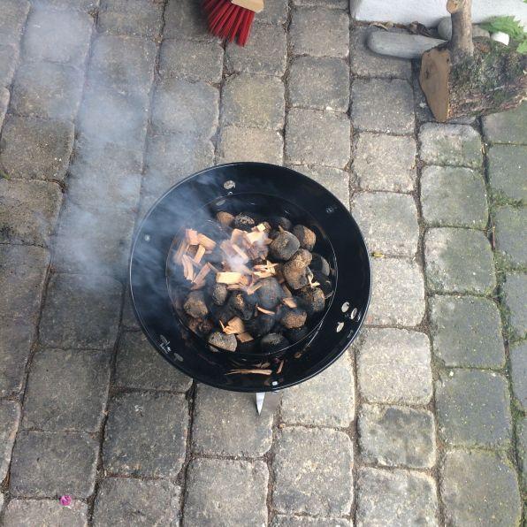 Heiße Kohle in die Mitte einfüllen...