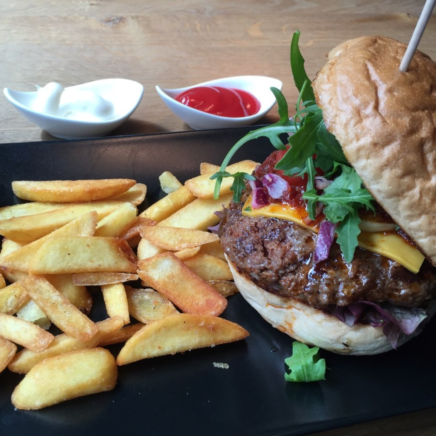 Medium-rare Cheesycheese Burger @ Wilde Kuh 2, Bielefeld