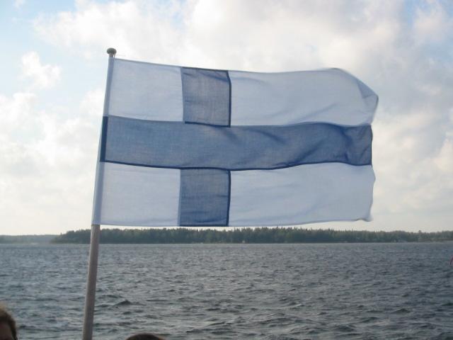 Finnische Flagge im Wind