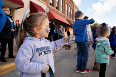 lifestyle event photography of a parade by MN lifestyle photographer Nicki Joachim Photography of Owatonna Minnesota