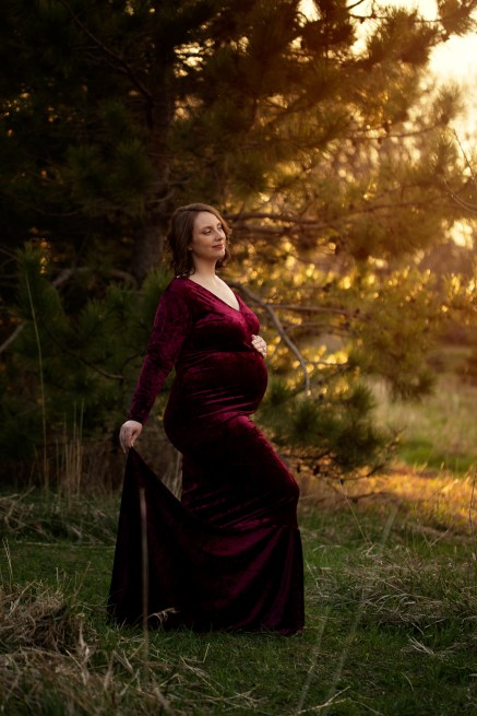 expectant mother in a beautiful sunset maternity portrait by MN Maternity Photographer Nicki Joachim Photography of Owatonna, Minnesota