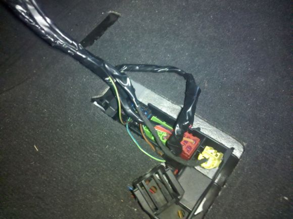 The B6 Recaro Plugged into the Car