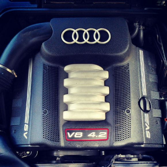 D2 Audi A8 Engine with S8 Engine Covers