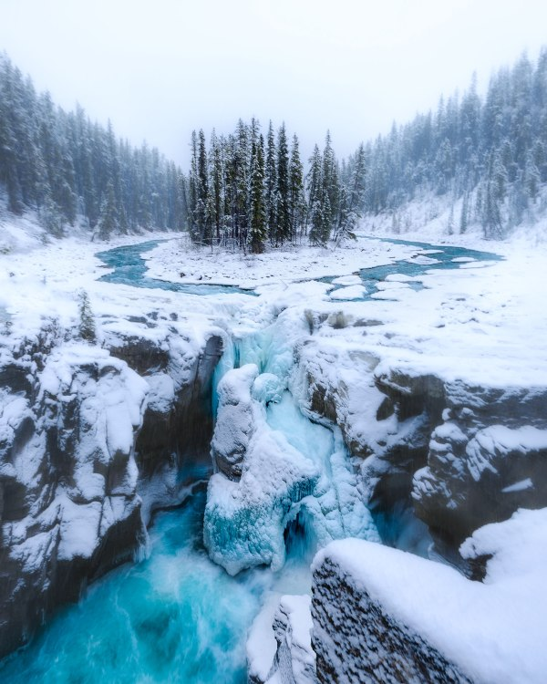 Winter at Sunwapta Falls Canada - Photo by Nico Babot