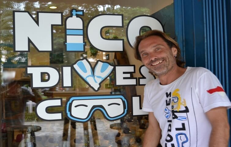 Sebastien dive instructor in Bali guide divers and snorkelers and teach all levels of diving
