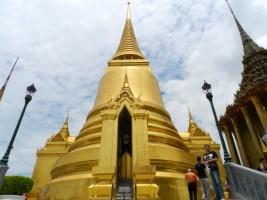 Pagode où se trouve des reliques de Bouddha, recouverte de mosaïques en or