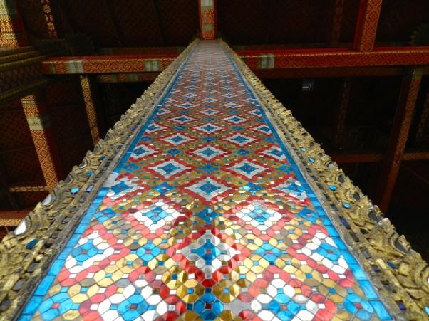 Une des colonnes de la chapelle royale du Bouddha d'émeraude