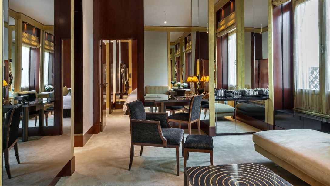 Park-Hyatt-Paris-Vendome-P985-Prestige-Suite-Living-Room.adapt.16x9.1280.720
