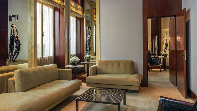Park-Hyatt-Paris-Vendome-P986-Prestige-Suite-Living-Room.adapt.16x9.1280.720