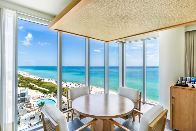 One Bedroom Suite Oceanfront (2)