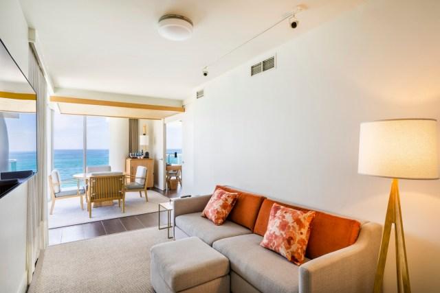 One Bedroom Suite Oceanfront (3)