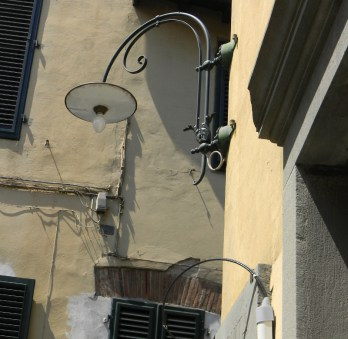 These are the kind of lamps you see all over Lucca