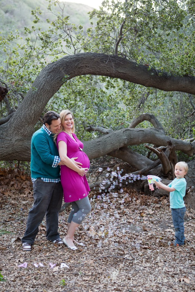 maternity photos in the park by oc photographer nicole caldwell 01