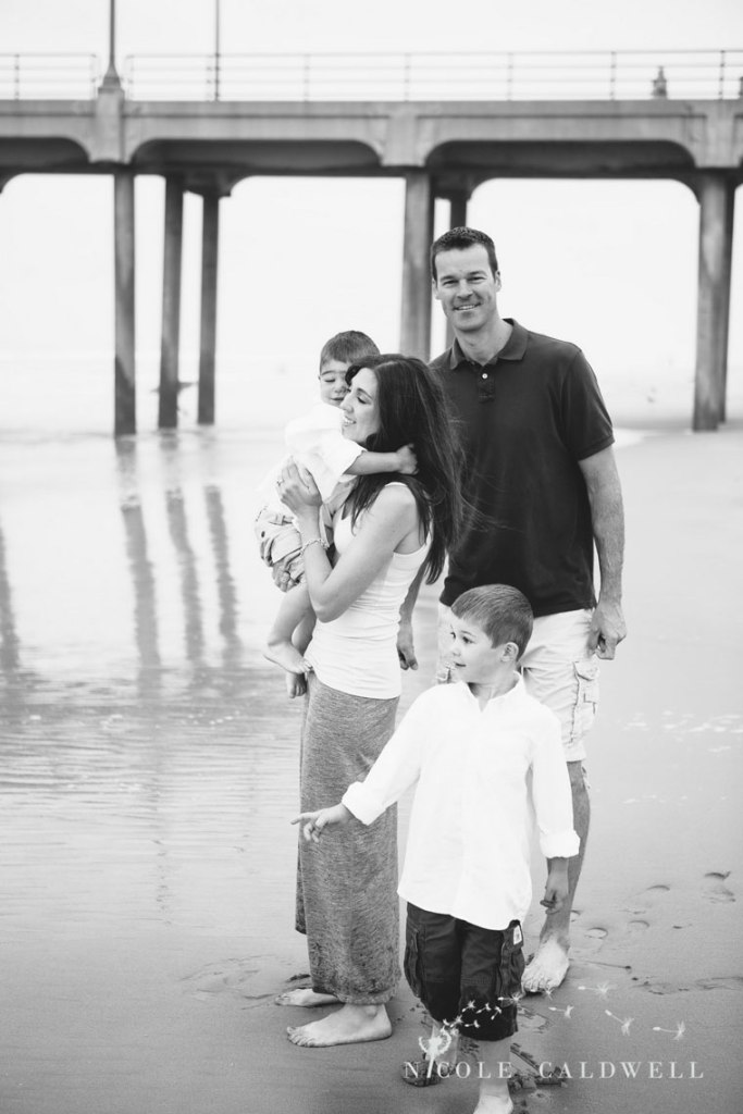Huntinton_beach_pier_locations_for_family_photographs_nicole_caldwell_studio09