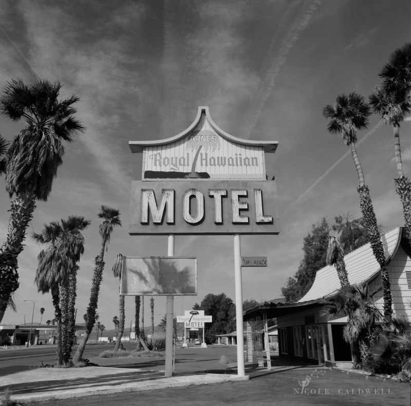 royal-hawaiian-motel-baker-california-01