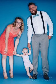 bright-colored-backdrop-studio-family-photo-ideas-nicole-caldwell-04
