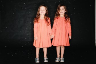 photos of twins in studio 08