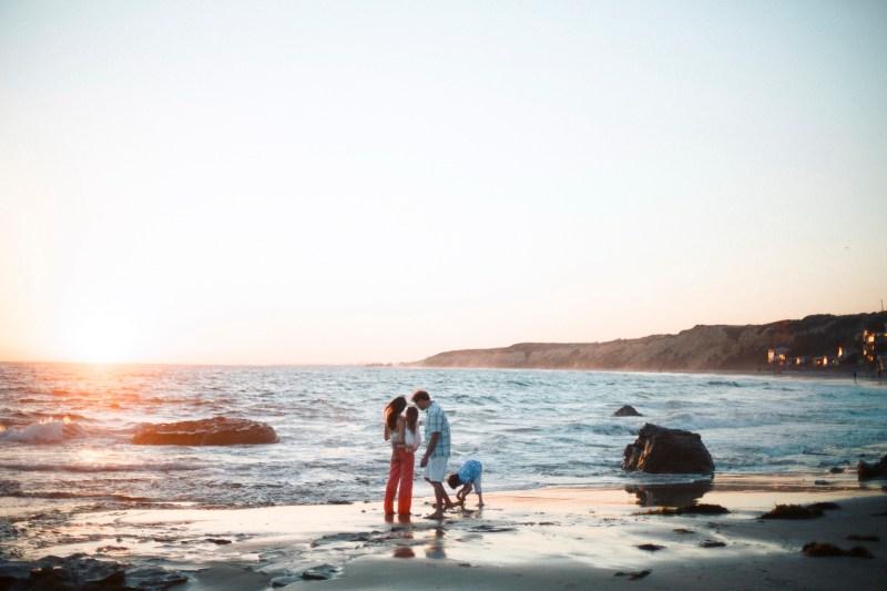cystal_cove_laguna_beach_family_photogarpher_nicole_caldwell_studio71