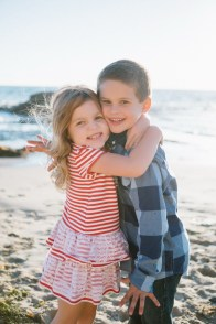 family_photography_laguna_beach_crystal_cove_nicole_caldwell04