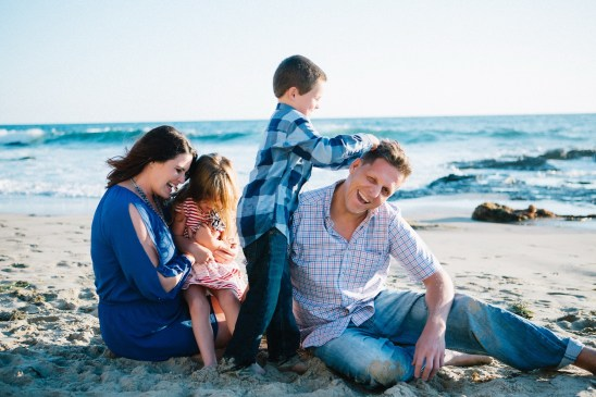 family_photography_laguna_beach_crystal_cove_nicole_caldwell05