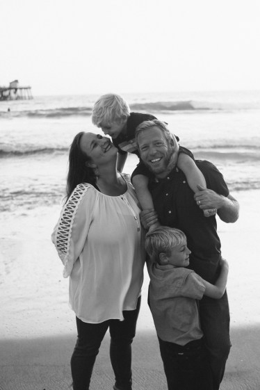 family photographer san clemente pier nicole caldwell 12