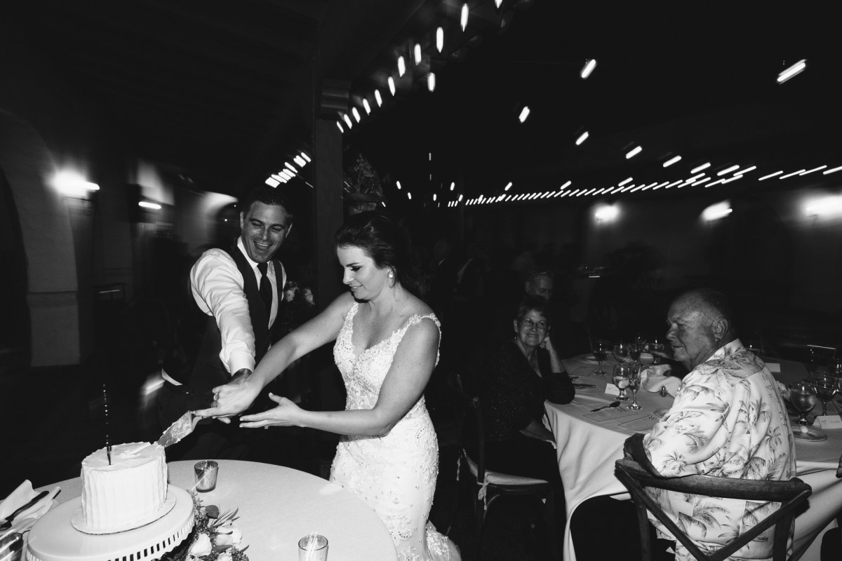 casa romantica san clemente wedding photographer cake cutting