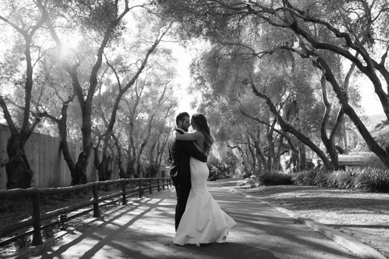couple kissing santa barabara zoo wedding and engagement pictures