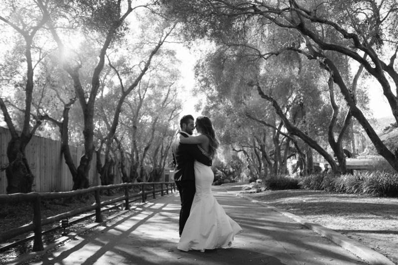 couple kissing santa barabara zoo wedding and engagement pictures