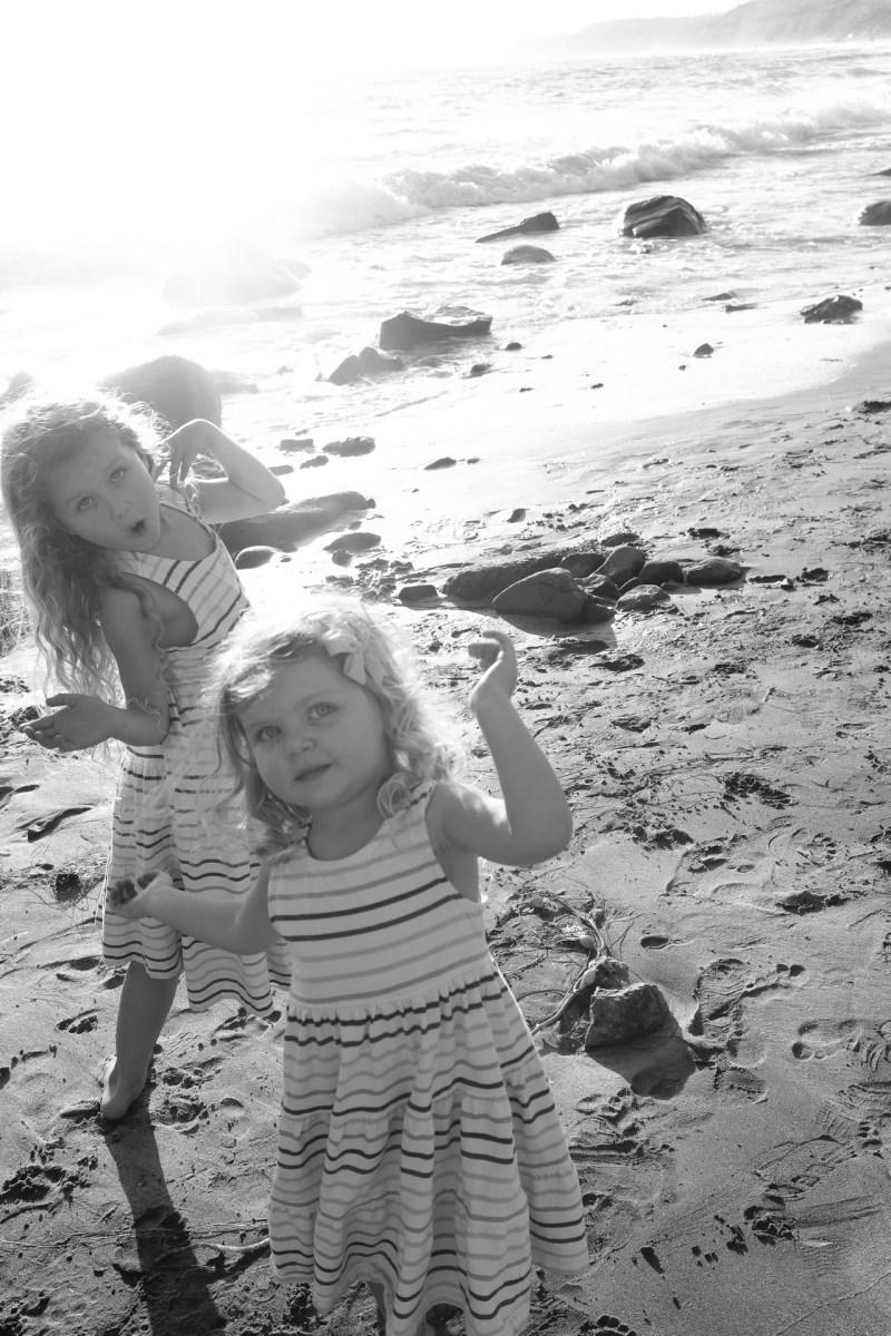 laguna beach family photographer nicole caldwell 05 cyrysal cove candid journalistic