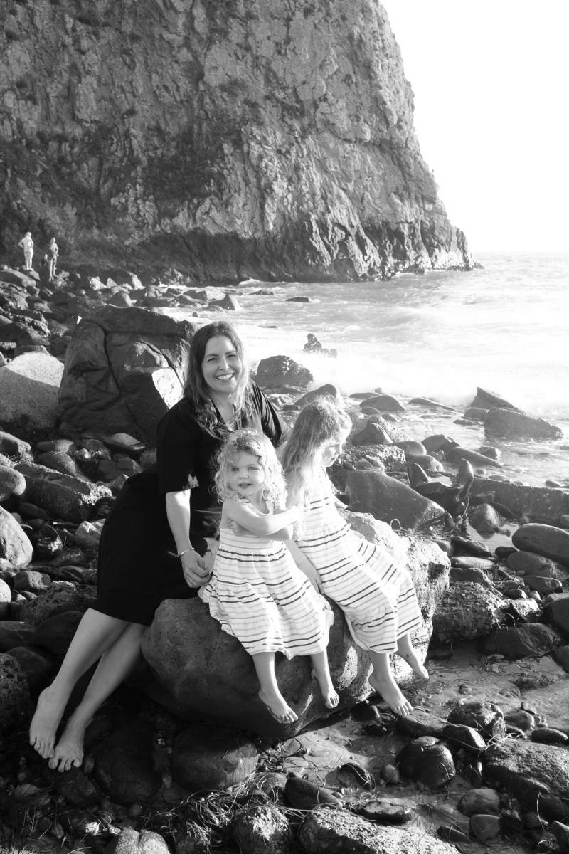 laguna beach family photographer nicole caldwell 10 cyrysal cove candid journalistic