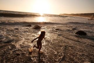 laguna beach family photographer nicole caldwell 15 cyrysal cove candid journalistic