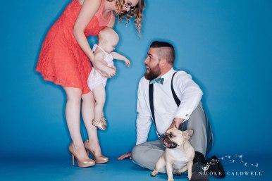 bright-colored-backdrop-studio-family-photo-ideas-nicole-caldwell-05