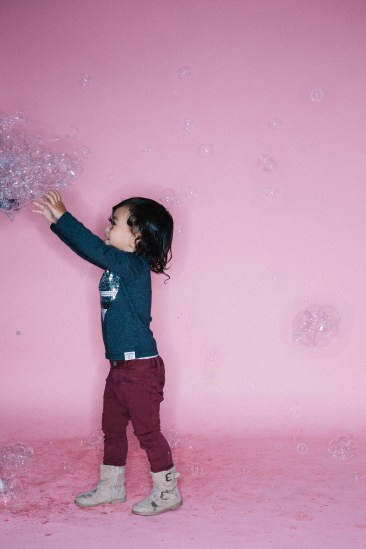 kids in bubbles photography studio nicole caldwell 03