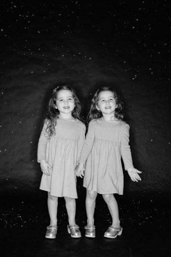 photos of twins in studio 04