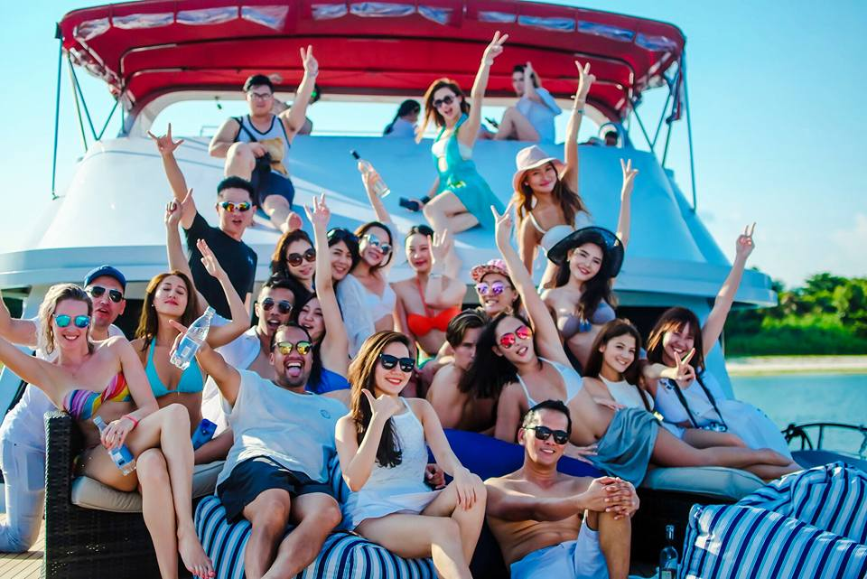 Luxury Sensation Group - All White Yacht Party