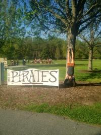 Pirate Handstand