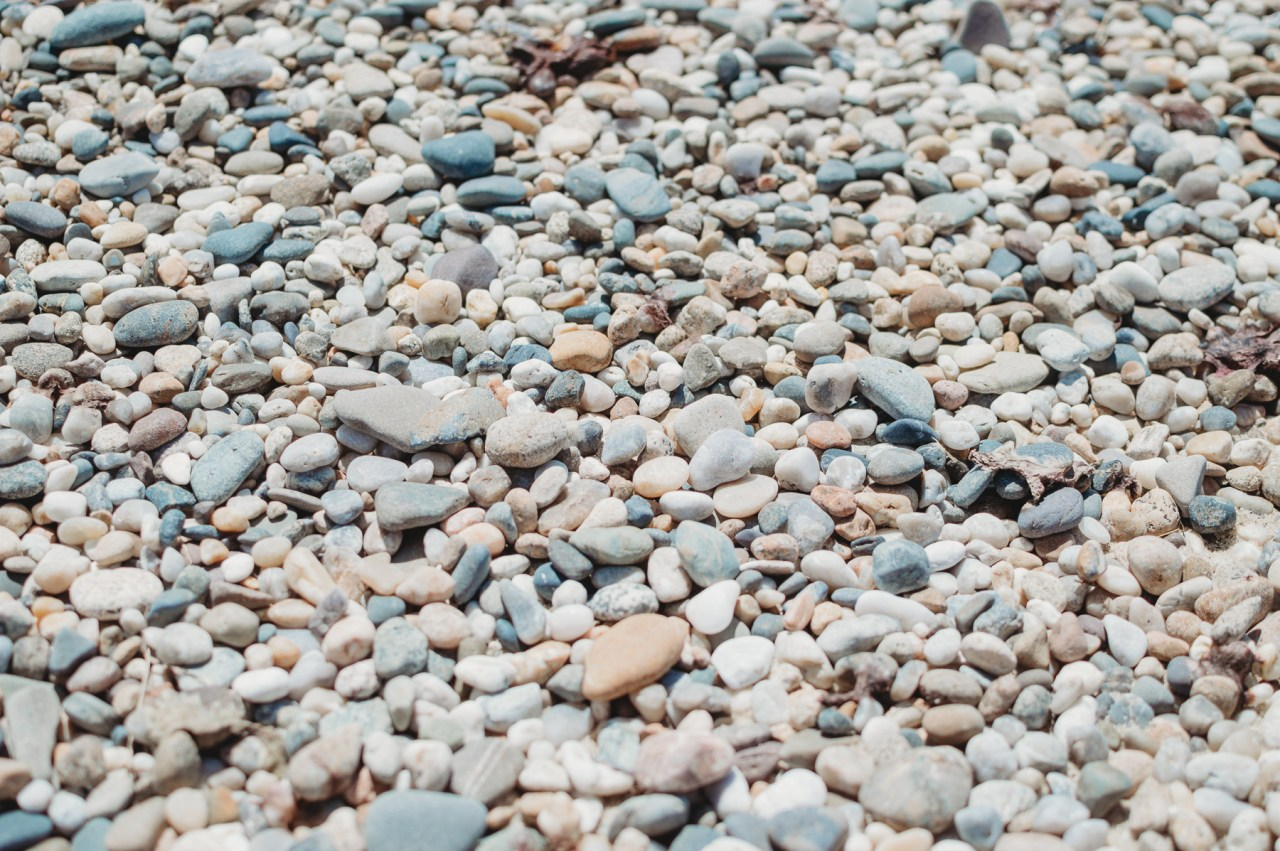 Rocks on Siasconset Beach in Nantucket | Places to bike on Nantucket | Nicole Victory Design